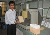 PHÁT TRIỂN VIỆT NAM - Chế tạo thành công gạch siêu nhẹ cách nhiệt - Kỹ sư Thắng giới thiệu gạch siêu nhẹ cách nhiệt