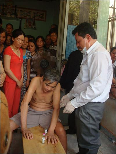 Thần y Võ Hoàng Yên chữa bệnh câm điếc bại liệt